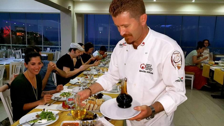 Kabare Saçıbeyaz Restaurant'ta Çağdaş Drama Derneği Antalya Temsilciliği iftar yemeği (10) aşçı mevlüt doğan