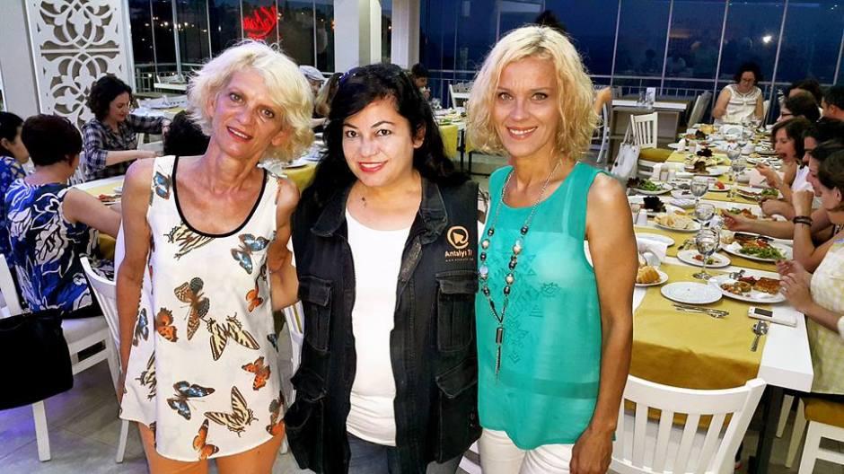 Kabare Saçıbeyaz Restaurant'ta Çağdaş Drama Derneği Antalya Temsilciliği iftar yemeği (11) rüya kürümoğlu aylin bulca alev bulca