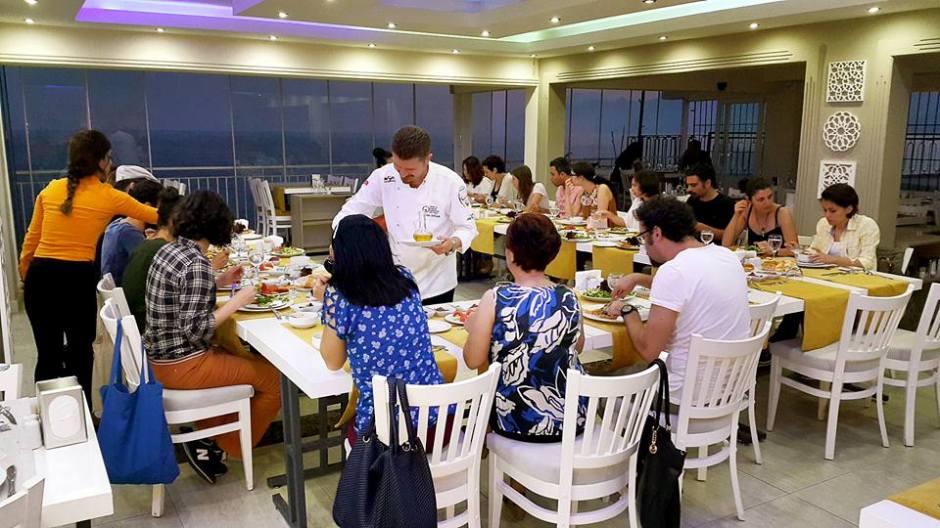 Kabare Saçıbeyaz Restaurant'ta Çağdaş Drama Derneği Antalya Temsilciliği iftar yemeği (12)