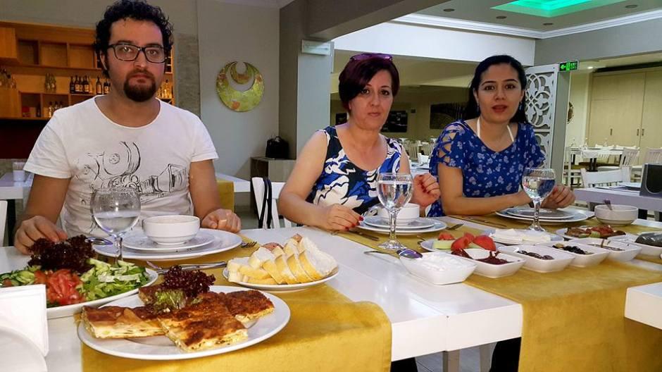 Kabare Saçıbeyaz Restaurant'ta Çağdaş Drama Derneği Antalya Temsilciliği iftar yemeği (14)