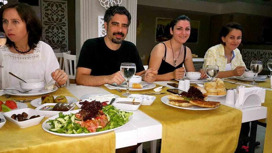 Kabare Saçıbeyaz Restaurant'ta Çağdaş Drama Derneği Antalya Temsilciliği iftar yemeği (15)