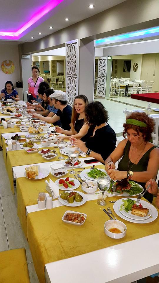 Kabare Saçıbeyaz Restaurant'ta Çağdaş Drama Derneği Antalya Temsilciliği iftar yemeği (17)