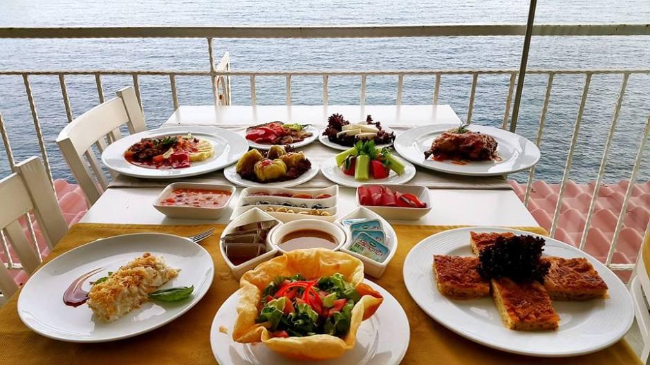 Kabare Saçıbeyaz Restaurant'ta Çağdaş Drama Derneği Antalya Temsilciliği iftar yemeği (20)
