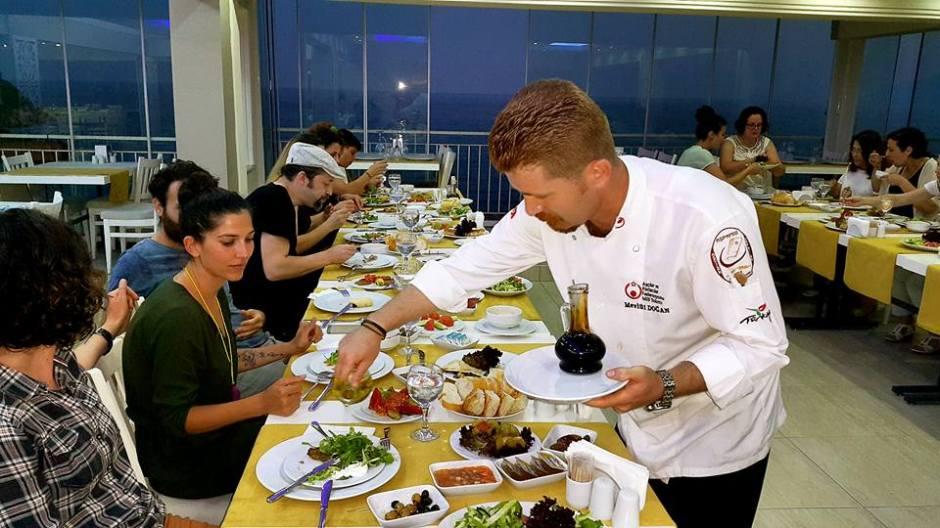 Kabare Saçıbeyaz Restaurant'ta Çağdaş Drama Derneği Antalya Temsilciliği iftar yemeği (21)