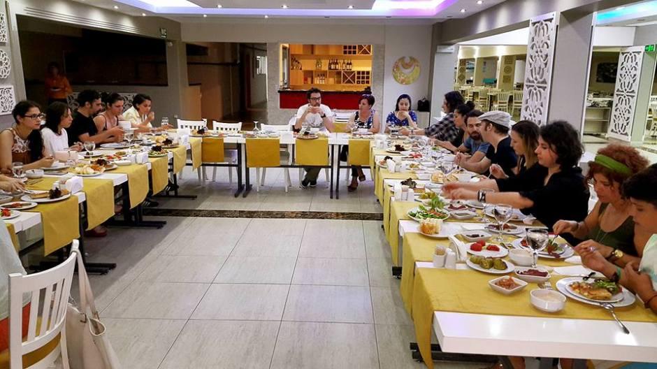 Kabare Saçıbeyaz Restaurant'ta Çağdaş Drama Derneği Antalya Temsilciliği iftar yemeği (22)