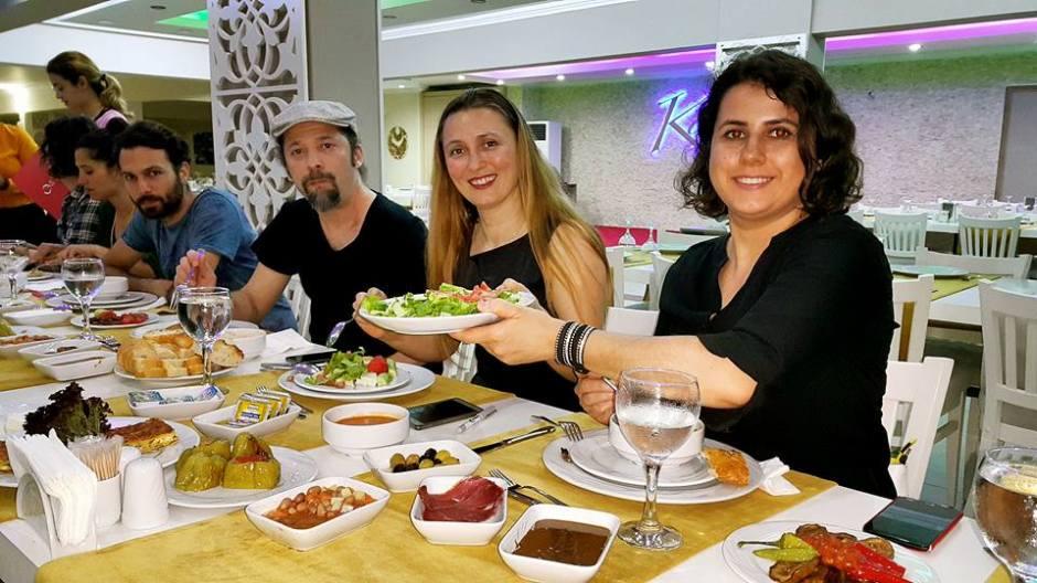 Kabare Saçıbeyaz Restaurant'ta Çağdaş Drama Derneği Antalya Temsilciliği iftar yemeği (27)