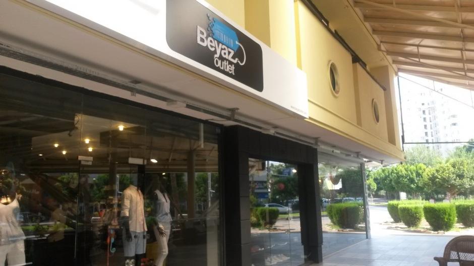 Antalya Giyim Mağazaları Beyaz Outlet (1)
