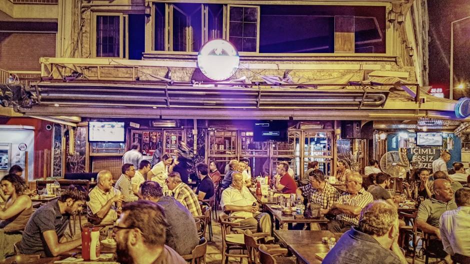İzmir Alsancak Cafe Pub 02324214459 (7)