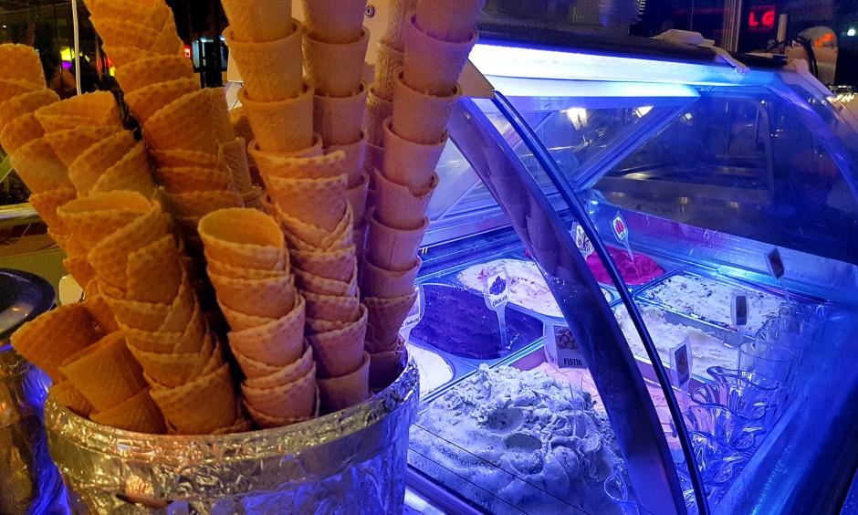 İzmir Pastane 02323752568 yaş pasta kahvaltı mekanları dondurma (1)