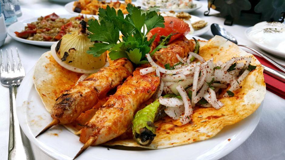 meselik-restoran-antalya-raki-balik-zengin-meze-cesitleri-alkollu-restaurantlar-serpme-kahvalti-11