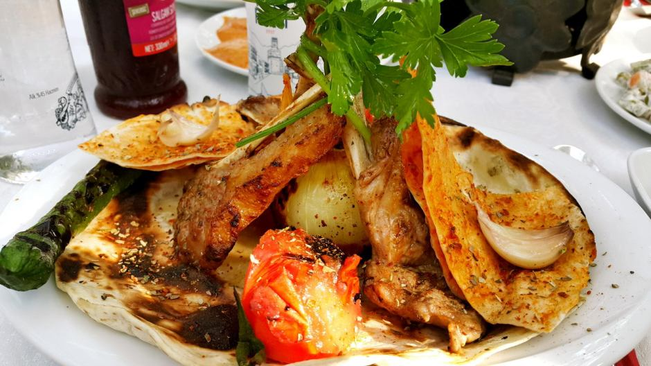 meselik-restoran-antalya-raki-balik-zengin-meze-cesitleri-alkollu-restaurantlar-serpme-kahvalti-24
