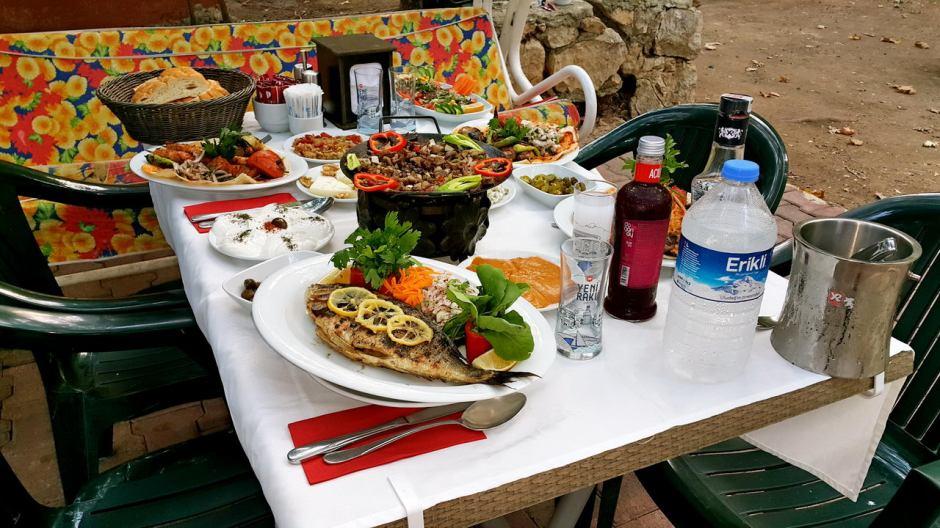 meselik-restoran-antalya-raki-balik-zengin-meze-cesitleri-alkollu-restaurantlar-serpme-kahvalti-6