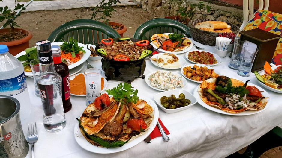 meselik-restoran-antalya-raki-balik-zengin-meze-cesitleri-alkollu-restaurantlar-serpme-kahvalti-8