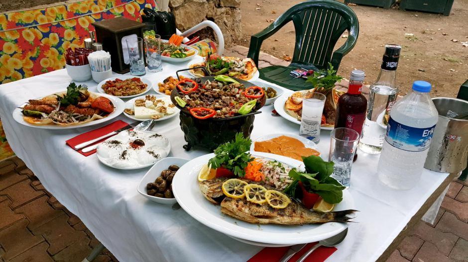 meselik-restoran-antalya-raki-balik-zengin-meze-cesitleri-alkollu-restaurantlar-serpme-kahvalti-9
